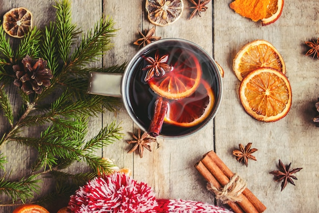 Vin chaud. mise au point sélective. boissons de noel aliments.