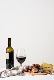 Vin, fromage et fruits