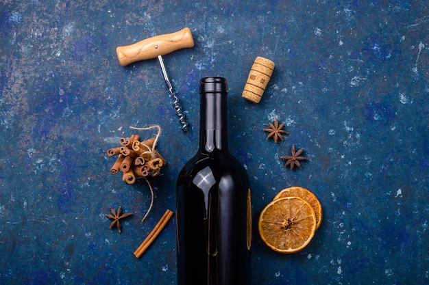 Vin d'hiver chaud et de noël, vin rouge chaud