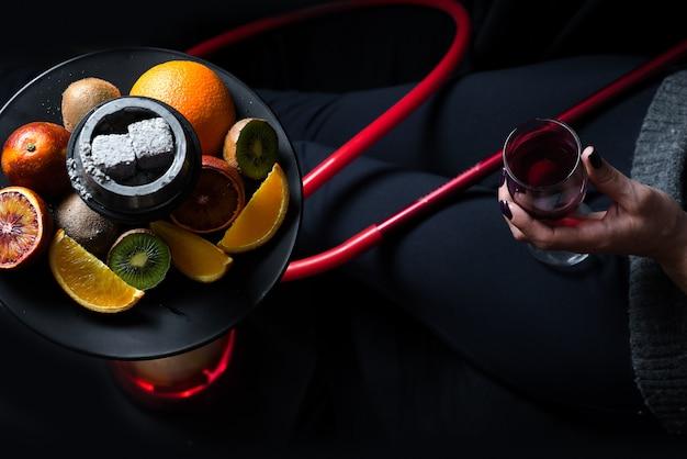 Vin et narguilé