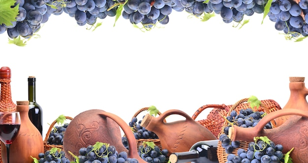 Vin de raisin sur fond blanc