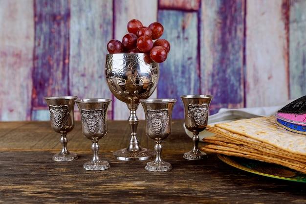 Vin rouge casher quatre de matza ou matza haggadah de pâque