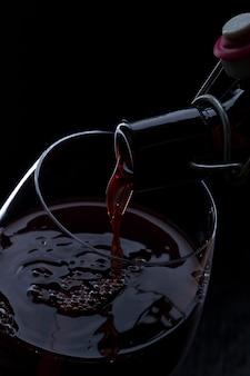 Vin rouge verser
