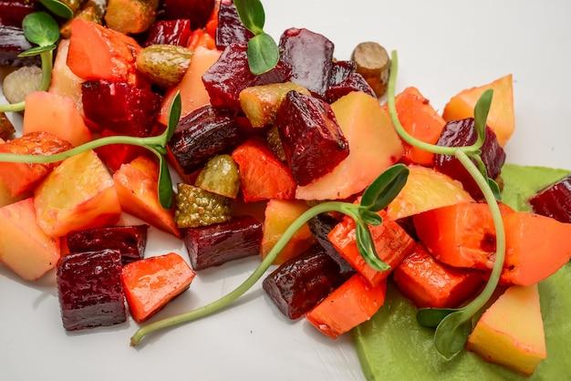 Vinaigrette de salade russe traditionnelle