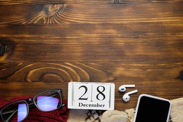Vingt-huitième jour du calendrier du mois d'hiver décembre avec espace de copie.