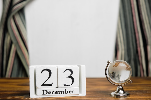Vingt-troisième jour du calendrier du mois d'hiver décembre avec espace de copie.