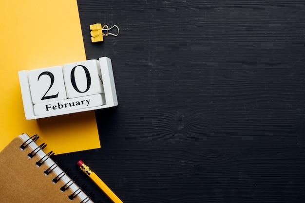 Vingtième jour du calendrier du mois d'hiver février avec espace de copie.