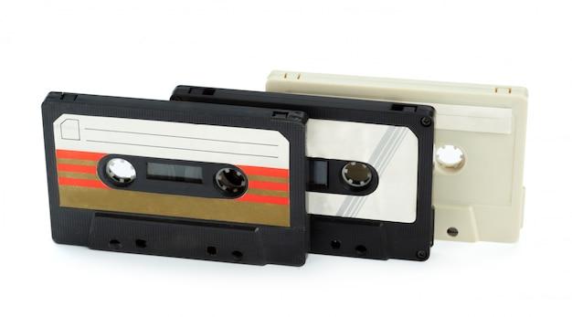 Vintage cassette tape isolé fond blanc