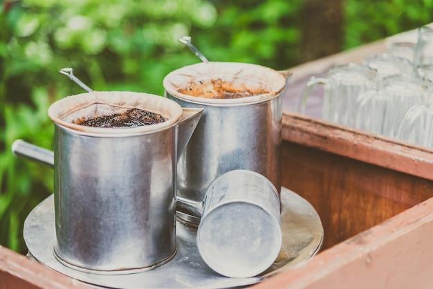 Vintage faire du café avec style thai