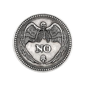 Vintage silver flipping coin sans mot pour faire le bon choix, l'opportunité, la fortune ou la décision dans la vie sur un fond blanc
