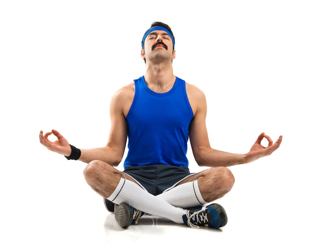 Vintage sportman en position zen