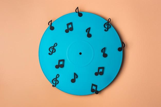 Vinyle bleu avec des notes de musique