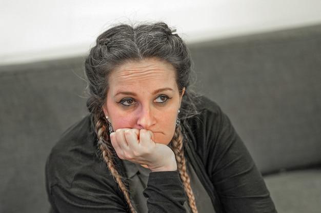 La violence familiale. concept de personnes, de chagrin et de violence domestique.
