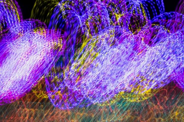 Violet nuit illuminé néons de fond