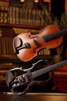 Violon dans un style rétro et alto électrique moderne, personne