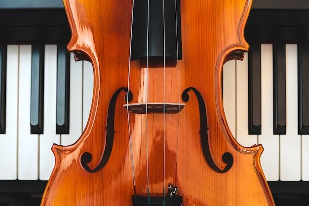 Violon et piano. musique classique.