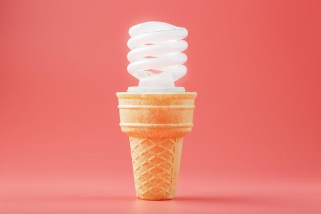 Vis à économie d'énergie glace légère dans un cornet gaufré sur un mur rose.