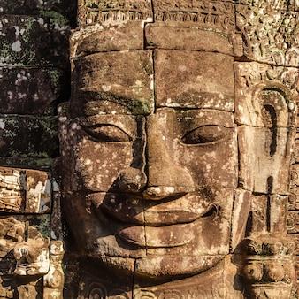 Visage de bayon, l'ancien château au cambodge