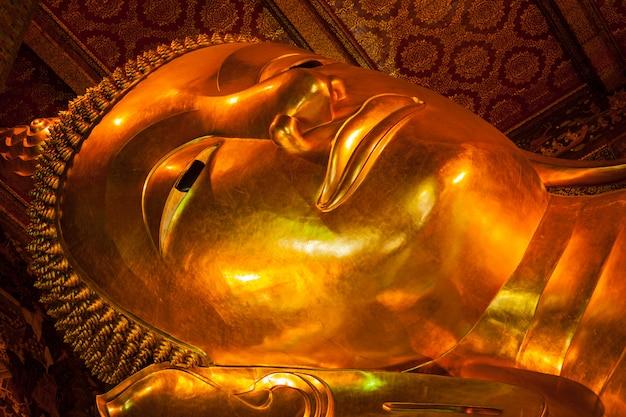 Visage de bouddha couché