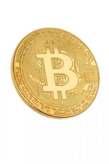 Visage de la crypto monnaie doré bitcoin sur blanc