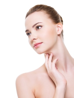 Visage de femme belle santé avec une peau de pureté propre