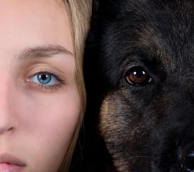 Visage humain et un visage de chien