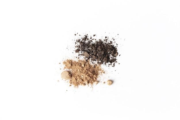 Visage ou ombre à paupières brun clair et foncé isolé. concept de maquillage plat poser