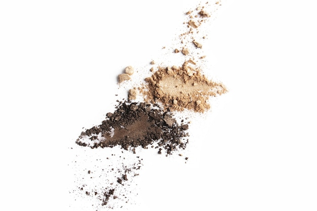 Visage ou ombre à paupières brun clair et foncé isolé