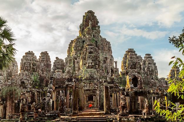 Visage rétro du château de bayon au cambodge