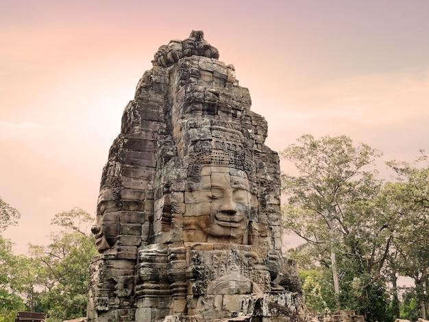 Visages du temple bayon.