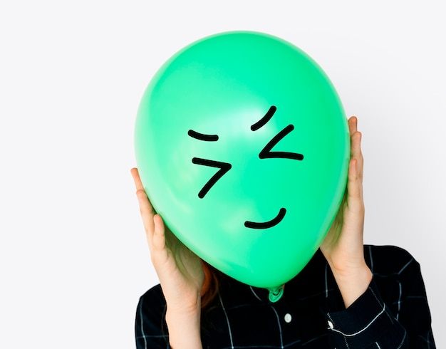 Visages de personnes recouverts de ballons happy expression emotion