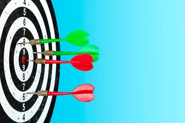 Visez avec les flèches au centre. atteindre la cible. espace pour le texte