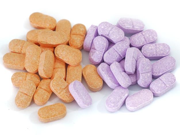 Vitamine c pour les enfants avec un fond blanc.