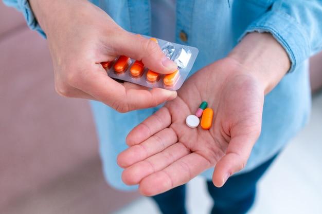 Vitamines et comprimés pour le bien-être et le traitement des maladies.