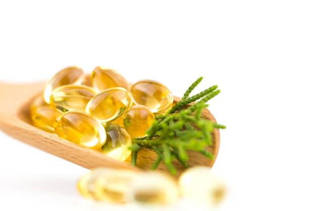 Vitamines saines, oméga 3, isolé, a un fond blanc. espace copie