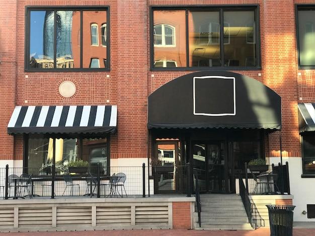 Vitrine du restaurant du centre-ville