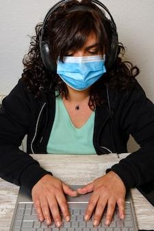 Vivre avec le coronavirus à la maison