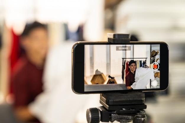 Vlogger live review vêtements décontractés