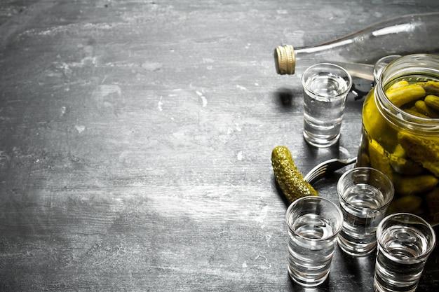 Vodka aux concombres marinés.