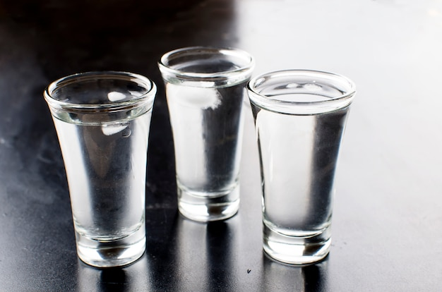 Vodka coups sur un tableau noir