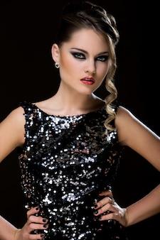 Vogue. belle femme en robe