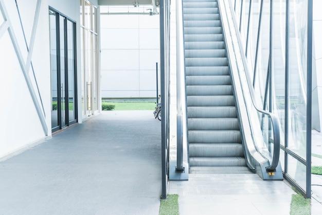 Voie d'escalator vide