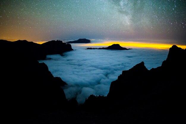 Voie lactée dans le parc naturel de la caldera de taburiente, l'île de la palma, canary islands, spain