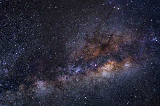 Voie lactée avec des étoiles et de la poussière dans l'univers