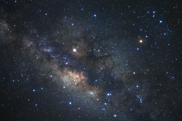 Voie lactée avec des étoiles