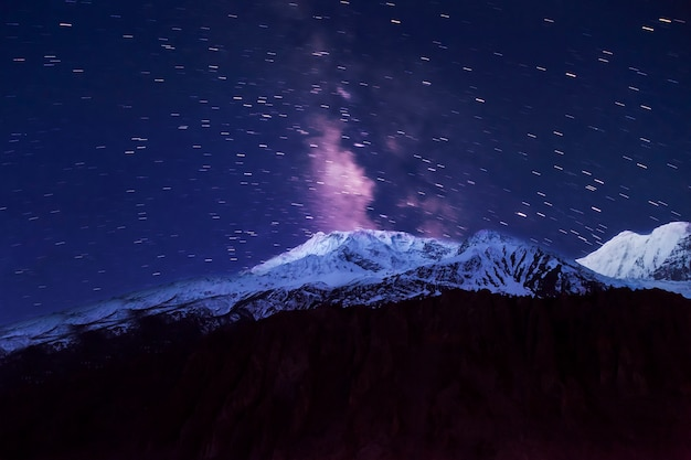 Voie lactée et montagnes