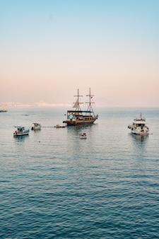 Voilier dans la mer méditerranée