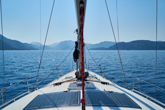 Voilier sur mer