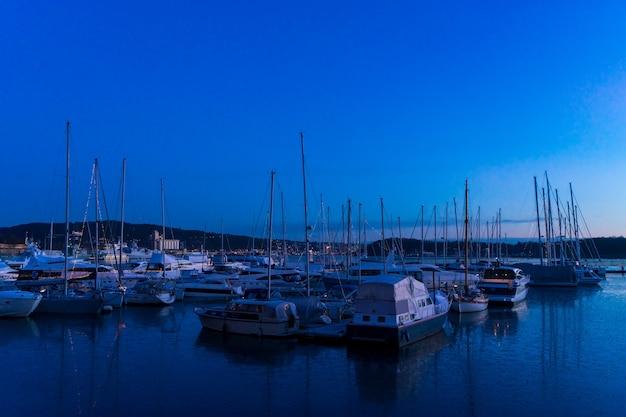 Voiliers dans la marina d'oslo, norvège