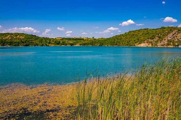 Voir au lac grliste près de zajacar dans l'est de la serbie